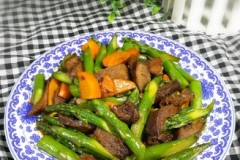 芦笋炒口条