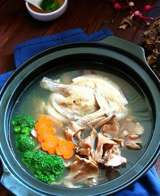 舞茸炖鸡汤