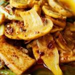 口蘑油豆腐