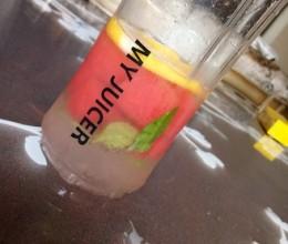 粉红柠檬气泡水