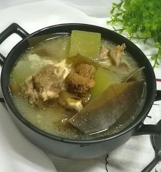筒骨海带冬瓜汤