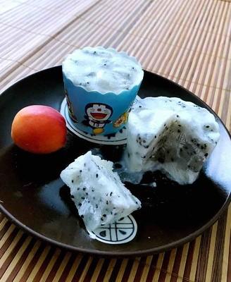 酸奶火龙果冰淇淋