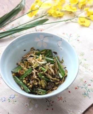 凉拌酸菜虾皮蒜叶