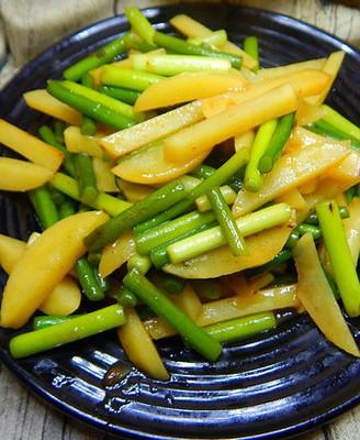 蒜苔炒土豆