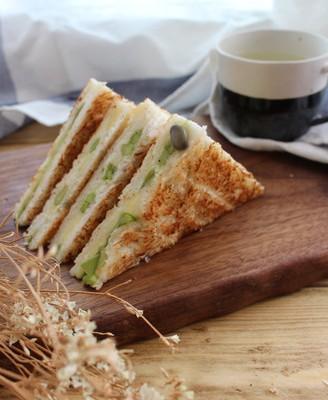 扁豆芦笋三明治