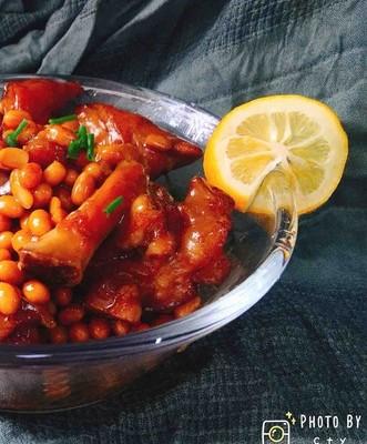 滿滿膠原蛋白的黃豆燜豬蹄