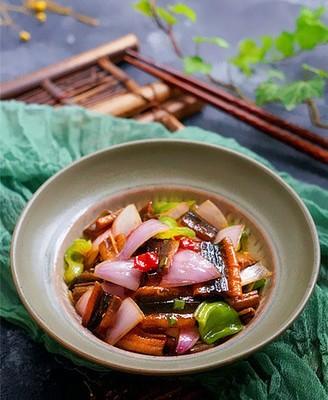 洋葱爆鳝鱼片
