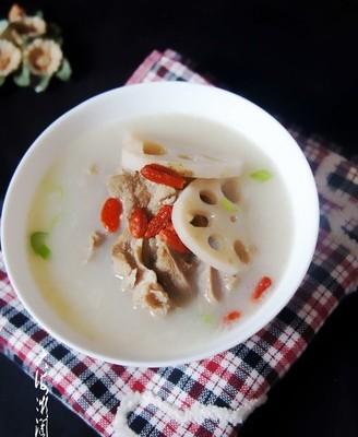 莲藕芋头排骨汤