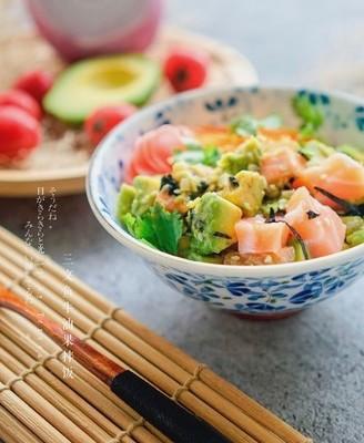三文鱼牛油果拌饭