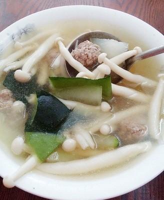 冬瓜海鲜菇肉丸汤