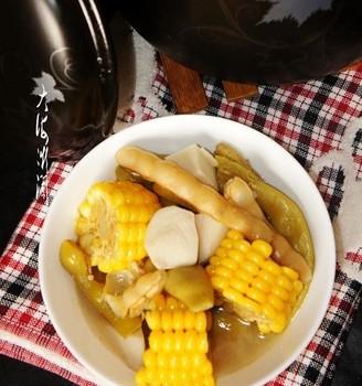 砂锅煲玉米芋头汤