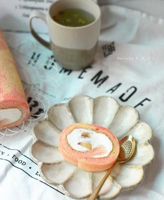 蜜桃彩云蛋糕卷