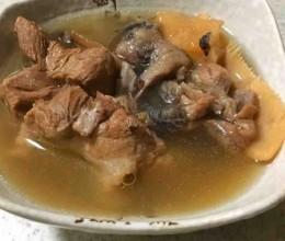 土茯苓煲龟汤