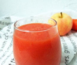 排毒养颜——胡萝卜番茄苹果汁