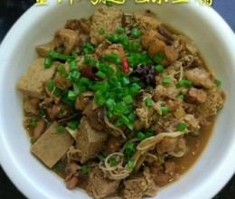金针鸡腿炖冻豆腐
