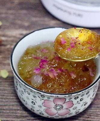 桃胶雪燕皂角米羹