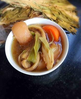 胡蘿卜劍花豬蹄湯