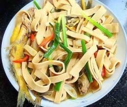 黄骨鱼煮干豆腐