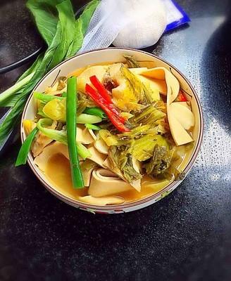 酸菜豆皮煮黄骨鱼