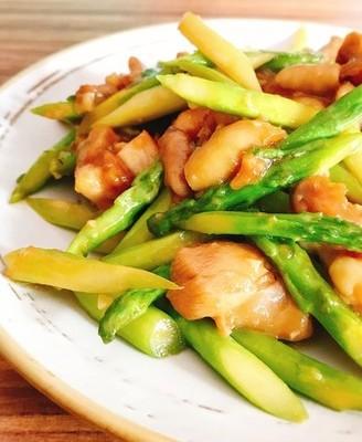 芦笋炒鸡肉