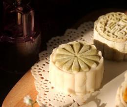 南瓜椰蓉冰皮月饼
