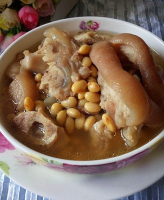 黃豆豬蹄湯