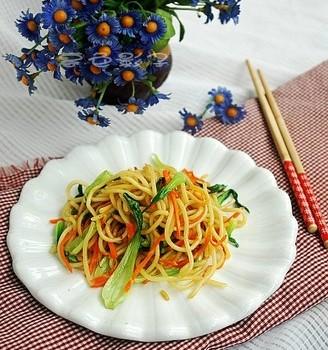 蔬菜炒面条