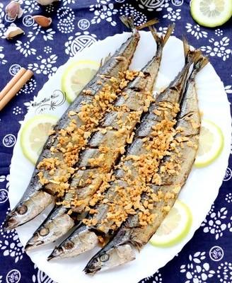 蒜香烤秋刀鱼