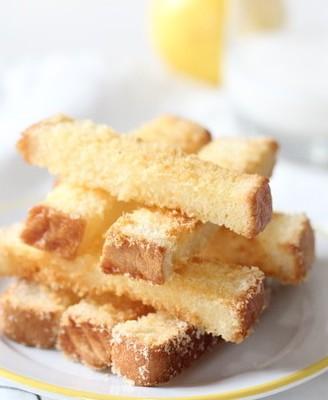 早餐系列之酥脆椰蓉吐司条