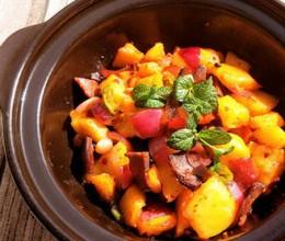 一盘色香味俱全的---腊肉干锅土豆