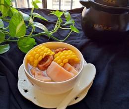 砂锅煲玉米莲藕排骨汤