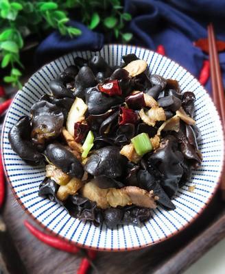 木耳炒回锅肉