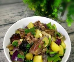 土豆香菇炖鸭架