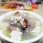 圆蛤豆腐汤