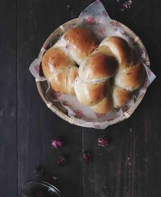 玫瑰牛奶面包