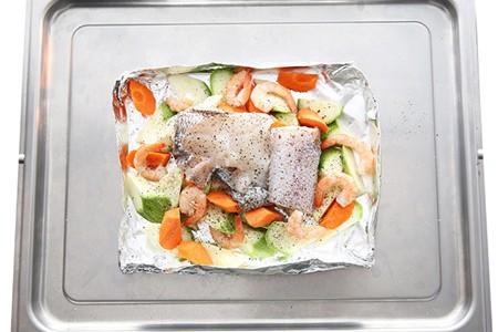 锡纸烤鱼的做法 锡纸烤鱼的家常做法 锡纸烤鱼怎么做