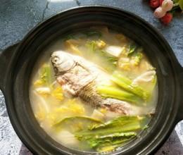 酸菜鲫鱼汤