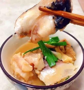 蒜苗腐竹焖鱼头
