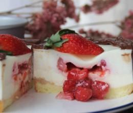 草莓流心慕斯蛋糕(四寸)