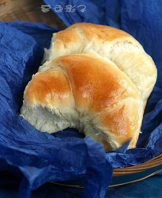 果脯夹心牛角小面包