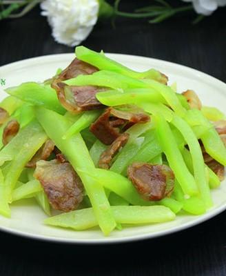 腊肠炒莴笋