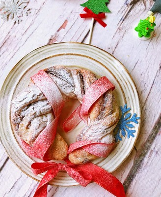 肉桂香肠花环面包