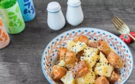 绿茶餐厅最受欢迎的菠萝油条虾