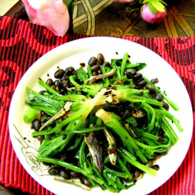 """拯救""""三千缕青丝""""的补肾补血健康凉拌菜:芝麻伴菠菜"""