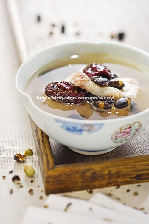 养颜抗衰秋日滋补汤--红枣黑豆鲤鱼汤(黑豆另类吃法)