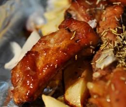 烤肉好吃的第一秘诀,迷迭香烤排骨!
