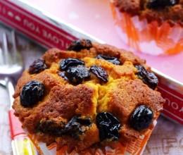 转化糖浆的华丽转身——焦香诱人的焦糖葡萄干蛋糕