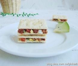 1分钟搞掂上班族最爱的下午茶:超人气饼干三明治