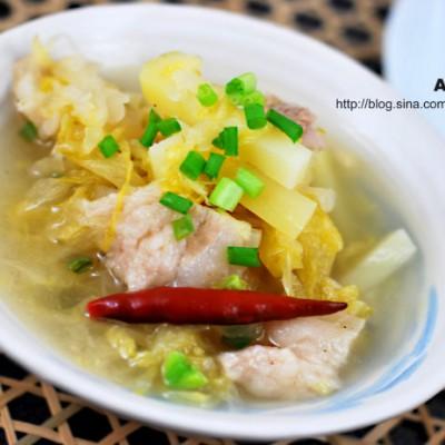 加点土豆的酸菜白肉会更有东北味——酸菜白肉熬土豆