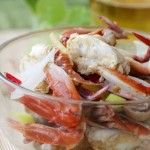 吃蟹需要讲究攻略——鲜美无比的草菇炒花蟹